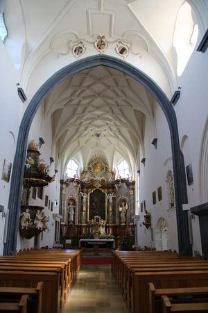 Ferschnitz, Pfarrkirche hl. Xystus, Blick zum Hochaltar, Netzrippengewölbe im Langchor